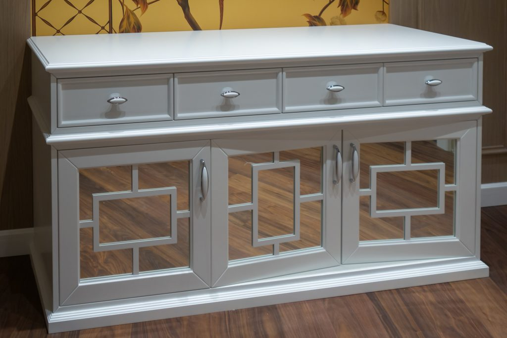 moving mirrored furniture